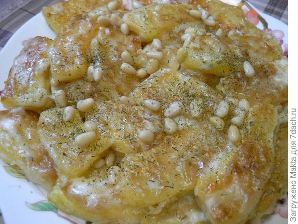 Кабачок-спагетти с кедровыми орешками  под домашним майонезом с аджикой
