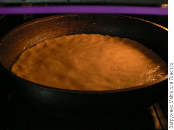 печем нижний песочный корж