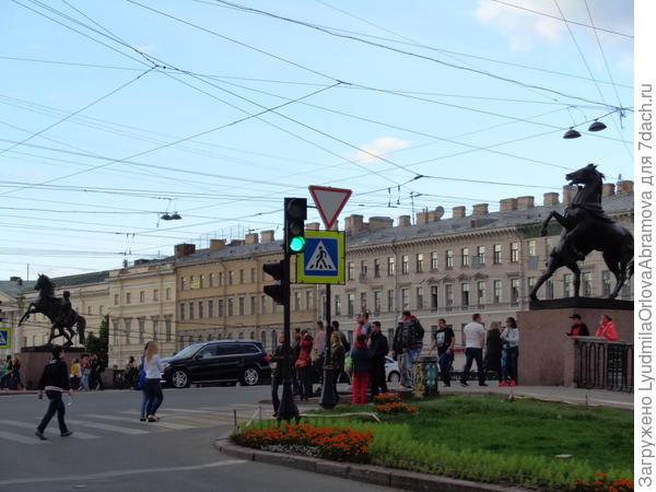 Невский проспект. Аничков мост через реку Фонтанку