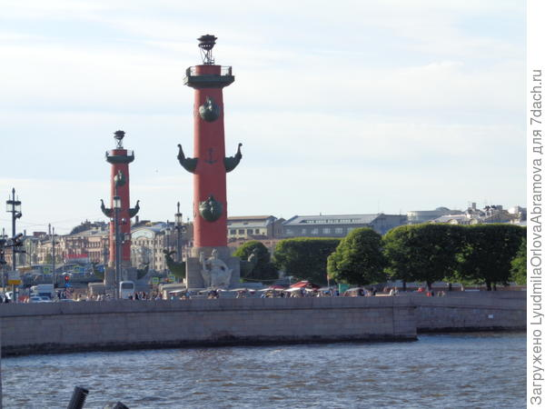 Стрелка Васильевского острова. Ростральные колонны