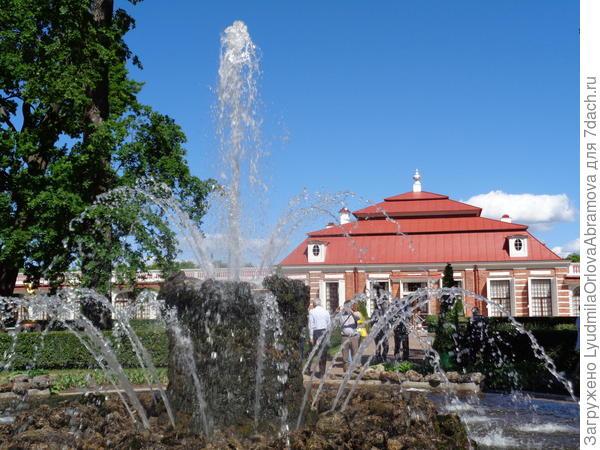 Дворец Монплезир, фонтан Сноп