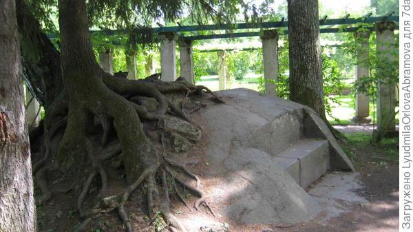 Каменная скамья Екатерины II