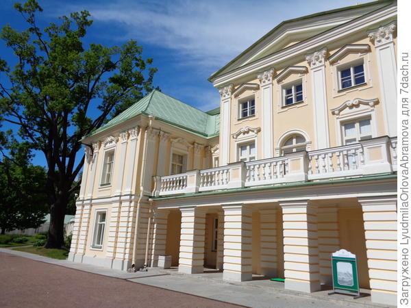 Центральный корпус дворца