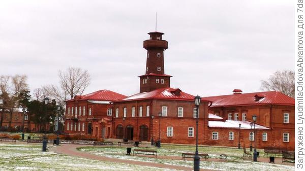 Бывшее ремесленное училище и пожарный обоз.