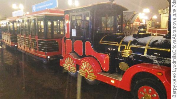 Сказочный поезд на набережной реки Казанки.