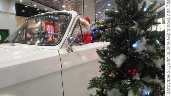 Дед Мороз везёт подарки...