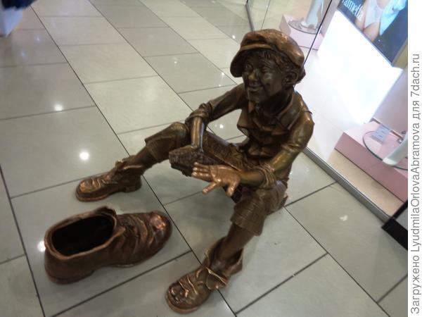 Мальчишка - чистильщик обуви, тоже в Гринвиче.