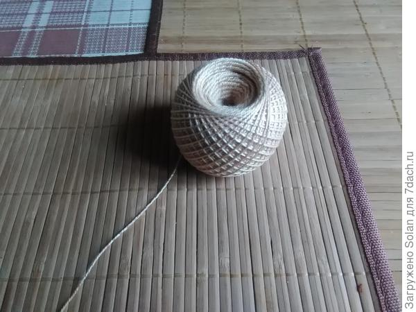 Из них ,после обработки клеем, получаются очень прочные шарики, которые почти не отличить от шариков из сизаля.