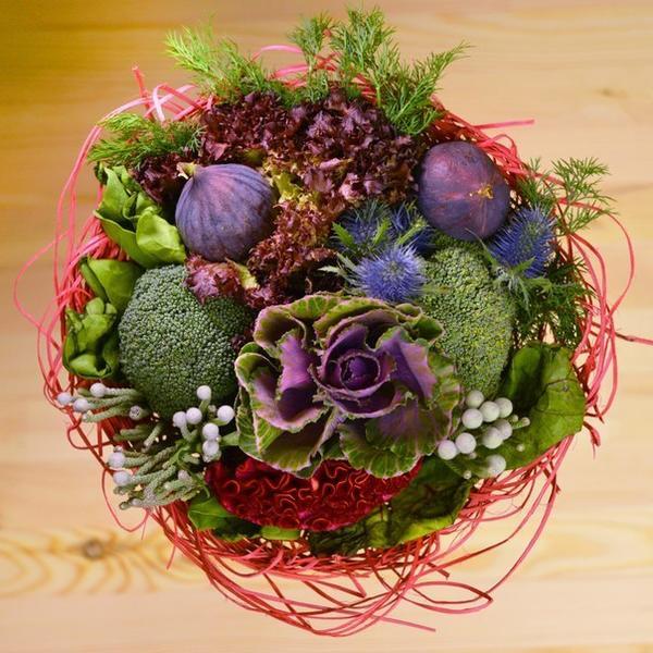 Шпинат, листья свеклы, инжир, укроп, брокколи, лоло росса. Фото с сайта https://vk.com/o_horosho