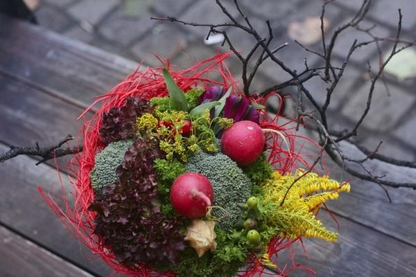 Осенний букет с калиной, физалисом и зонтиками укропа. Фото с сайта https://vk.com/o_horosho