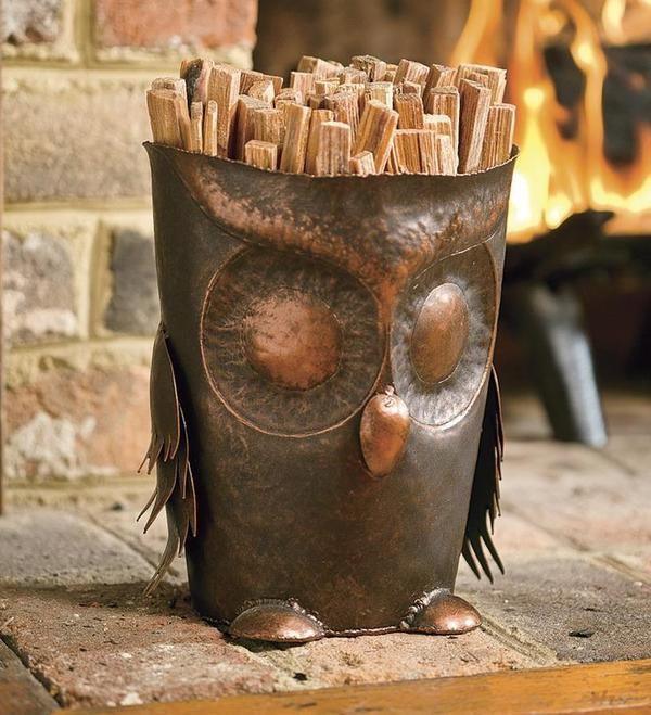 Оригинальная дровница-сова. Фото с сайта plowhearth.com