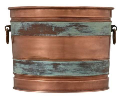 Медное корыто для дров. Фото с сайта http://placesinthehome.com