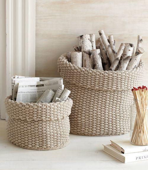 Корзинка для дров из бельевой веревки. Фото с сайта countryliving.com.