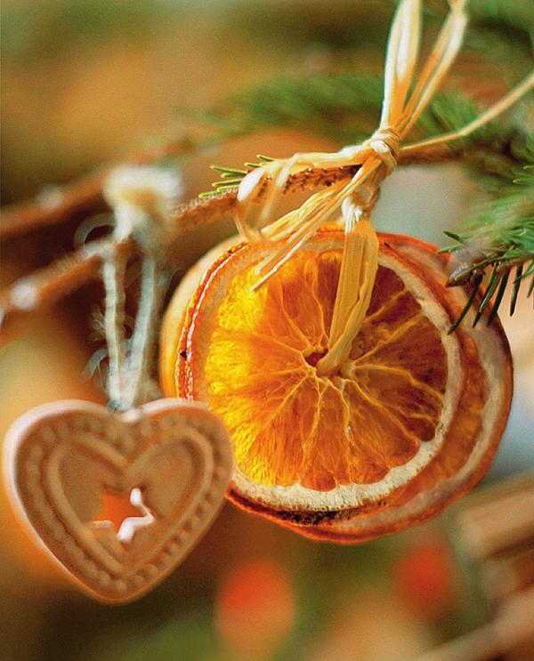 Связка засушенных ломтиков апельсина