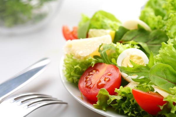 Яркий салат из обычных продуктов