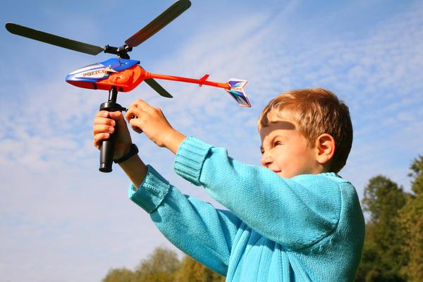Вертолет лучше запускать на природе