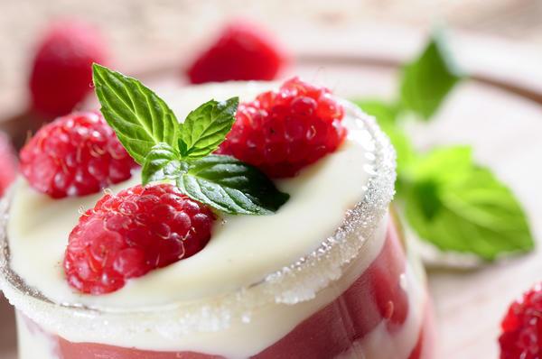 Десерт из малины: нежный и вкусный!