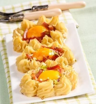 Яичница в картофельных гнездах