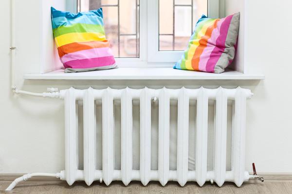 Для передачи тепла от теплоносителя в обогреваемое помещение используются отопительные приборы.