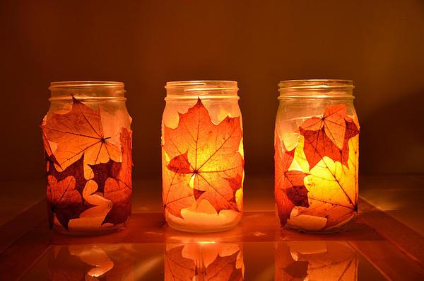 Подсвечники из банок с осенними листьями. Фото: www.polyvore.com