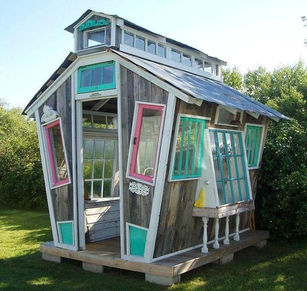 Домик с окнами без дверей