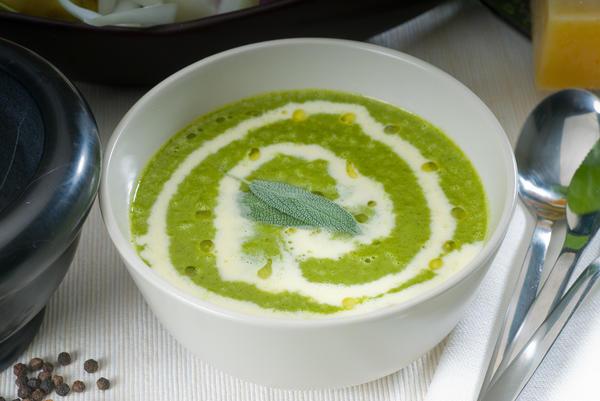 Куриный крем-суп со шпинатом и сметаной