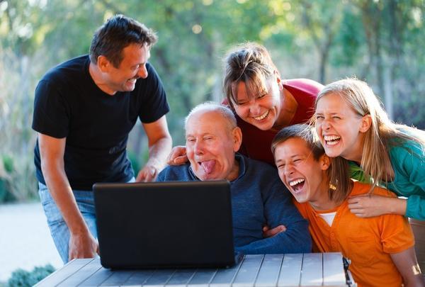 Некоторые дачники не могут без виртуального общения и развлечений