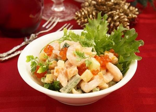 Салат с креветками и икрой