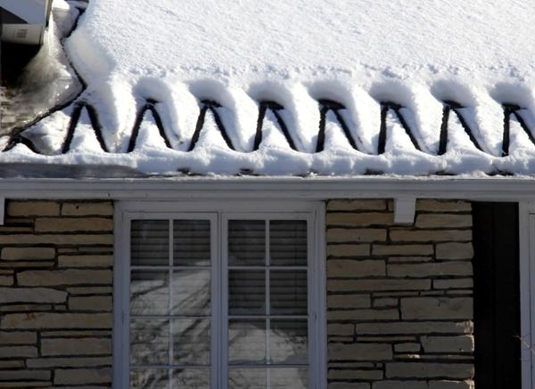 Кабель греется, и лежащий рядом снег тает. Фото с сайта http://www.icedamcompany.com