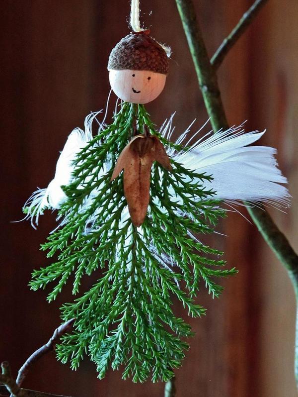 Зеленое туловище и белые крылья - получился воздушный и нежный ангел