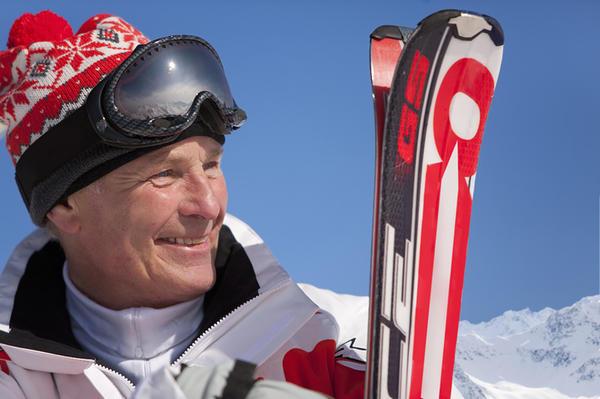 Карвинговые лыжи легко отличить по глубоким вырезам на боках