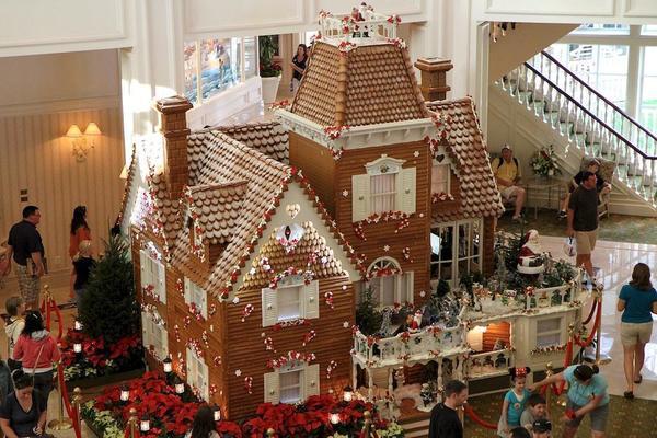 Пряничный дом в холле отеля  Disney's Grand Floridian. Фото с сайта http://www.wdwmagic.com