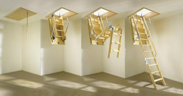Складная чердачная лестница. Фото с сайта http://vseolestnicah.ru