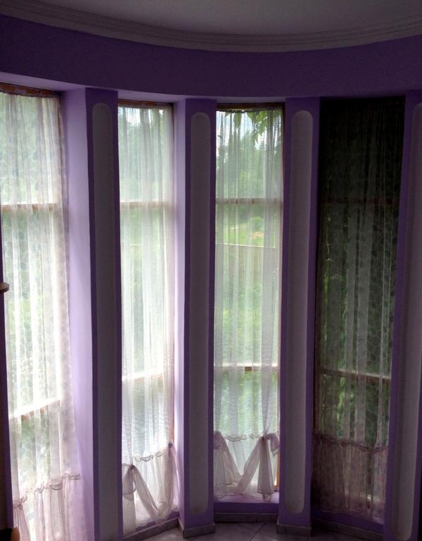 На обоих этажах выполнены французские окна