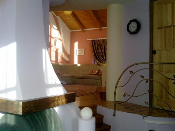 Вид на гостиную от входа