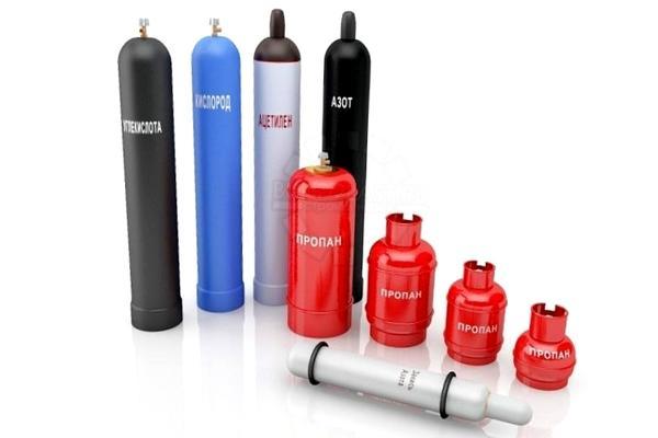 Газовые баллоны разных цветов. Фото с сайта sosnovoborsk.build2last.ru