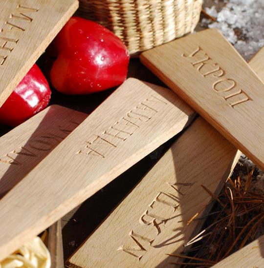 Деревянная бирка-колышек. Фото с сайта netpulse.ru