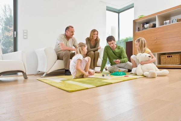 Дача, оборудованная водяным теплым полом и хорошими окнами, подходит для круглогодичного комфортного отдыха.