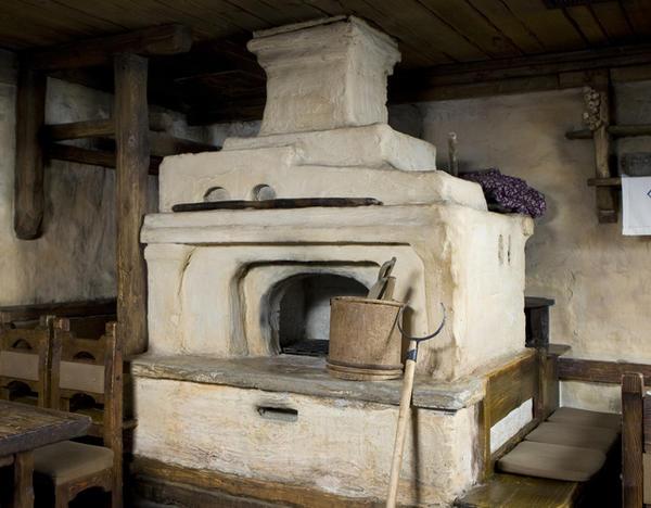 Печь, кроме обогрева и приготовления еды, попутно обеспечивала интенсивный воздухообмен