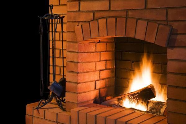 Камин из красного кирпича. Фото с сайта http://www.articles-center.com