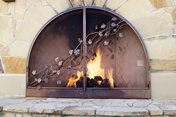 Добротный, грамотно сооруженный с учётом правил пожарной безопасности очаг будет долгие годы радовать вас красотой и теплом живого огня