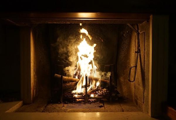 Интенсивность горения зависит от площади контакта древесины с кислородом