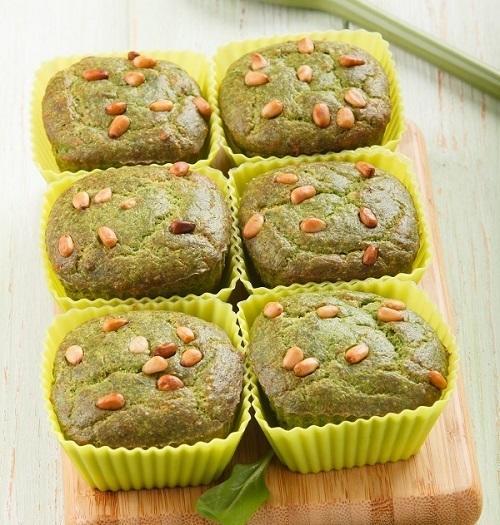 Зеленые маффины из шпината с кедровыми орешками
