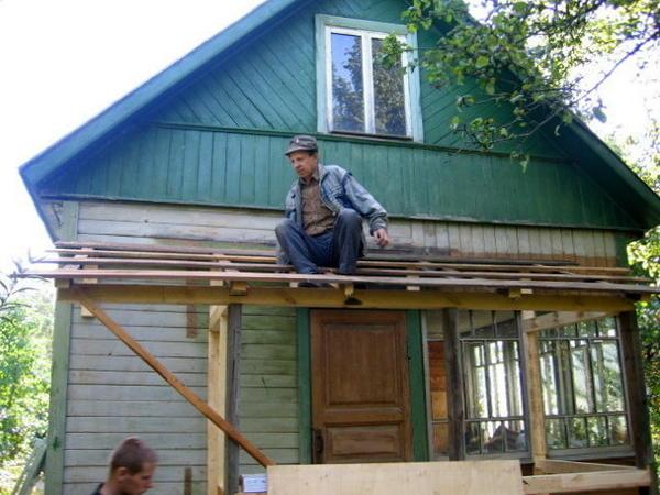 Внешний вид садового домика с холодным чердаком
