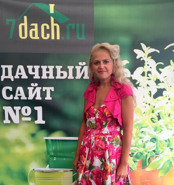 У стенда 7dach.ru