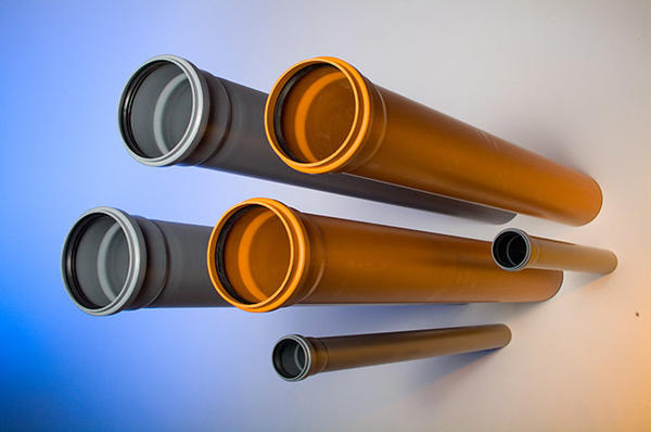 Трубы канализационные Kalde Вессель для внутренней (серые) и наружной канализации (рыжие)/