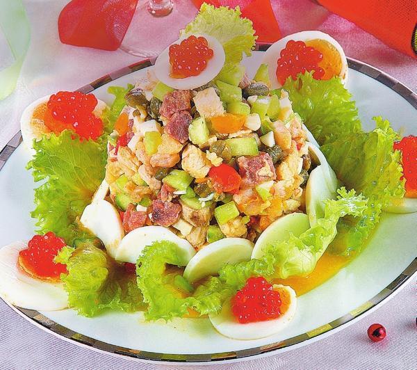 Салат Новогодний с языком и креветками