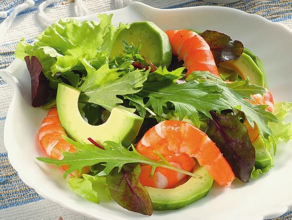 Салат с авокадо и креветками. Фото: Олег Кулагин /ЦФА Burda