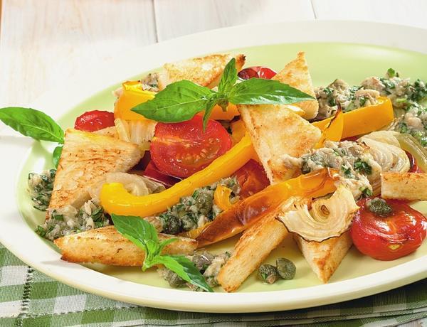 Тосканский салат. Фото: Олег Кулагин /ЦФА Burda