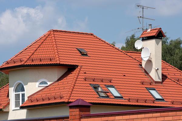 Современный коттедж с черепичной крышей